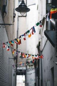 Auslandssemester Länderfahnen in einer Straße
