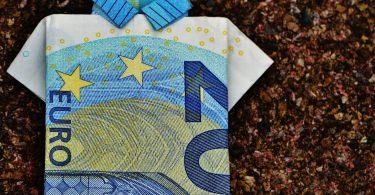 Berufsausbildungsbeihilfe: Geldschein als Hemd