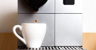 Kaffeemaschine mit Kaffeetasse