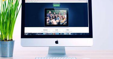 Computer mit Bewerbungs-Homepage