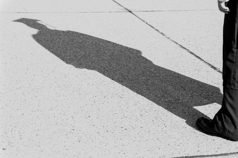 Schatten eines Absolventen mit Doktorenhut, Master-Studium