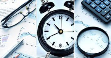 Überstunden: Uhr auf Schreibtisch