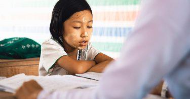 Ausbildungsbeginn: Kind in Schule
