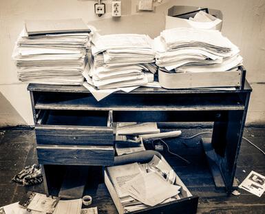 Chaotischer Schreibtisch