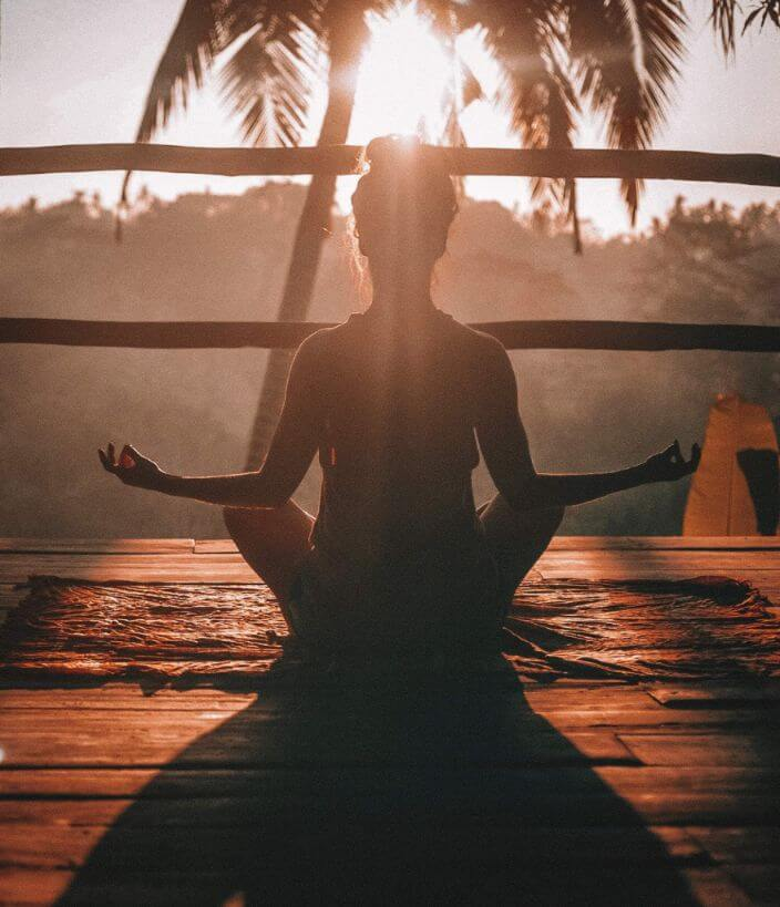 Selbstkontrolle Frau in Yoga Pose