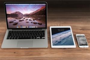 Mac, Tablet und IPhone5 nebeneinander