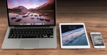 Mac, Tablet und IPhone5 nebeneinander FileMaker