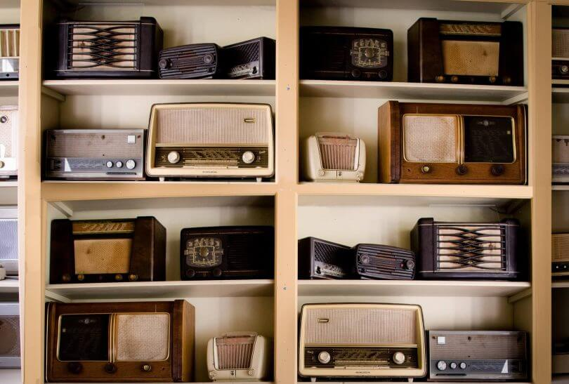 Regal voller alter Radios - Oldies but Goldies