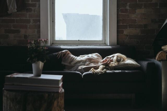 Stress - Wie dein Körper dich warnt - Schlafprobleme Kopfschmerzen