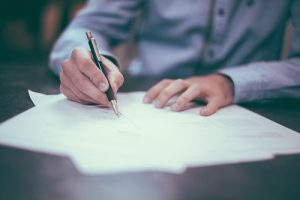 Unterschreibung eines Arbeitsvertrags