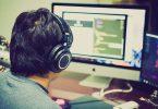 Student am PC - Arbeit als studentischer Freelancer