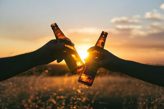 Spartipps Studium | Bier anstoßen