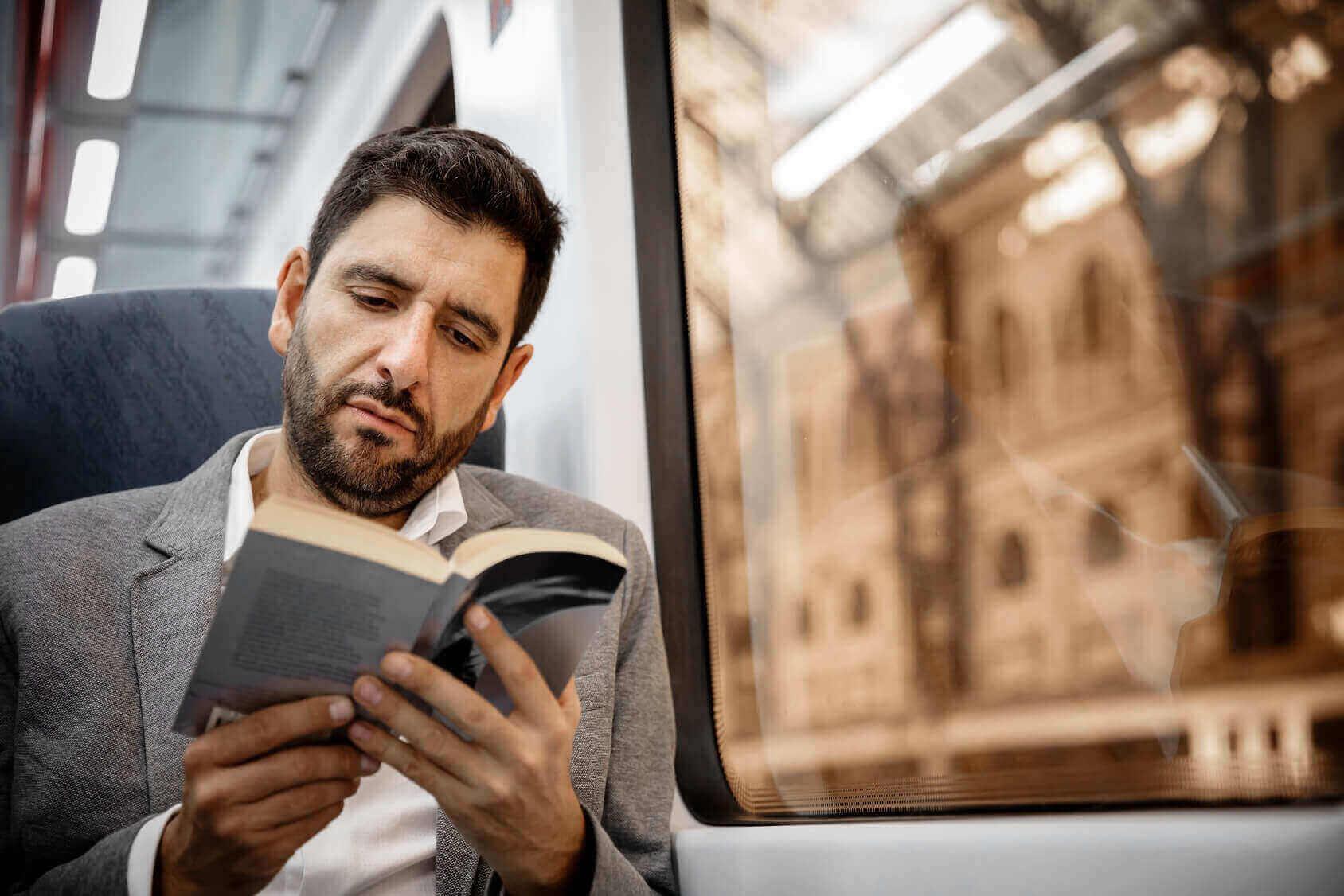 Arbeitsweg Buch lesen