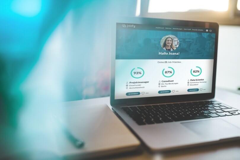 jobify auf dem Bildschirm eines Laptops