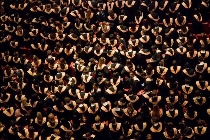 Berufseinstieg nach dem Studium Studentenmenge