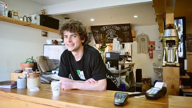 Junge Shop Student Nebenjob